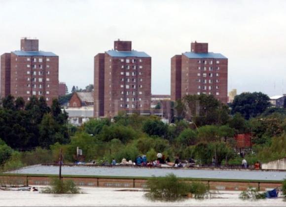 """Argentina – """"Volvimos de la muerte y de la desidia"""" a 16 años del crimen hídrico (Canoa-Hábitat Popular)"""