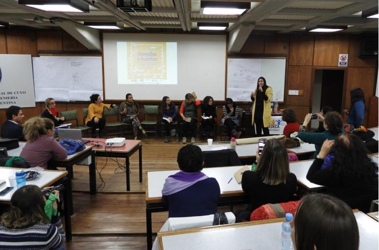 Argentina – Debaten el rol de las mujeres en pos de garantizar el Derecho a habitar